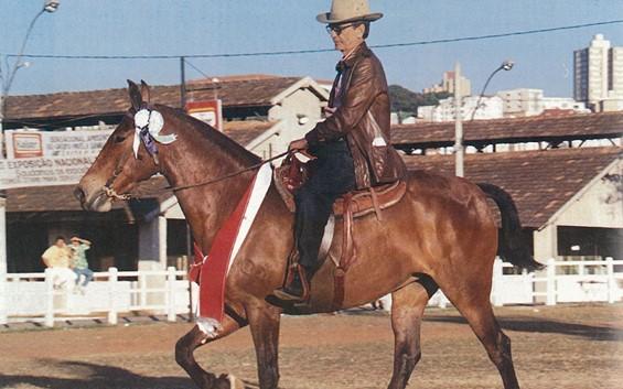 Gabriel montando Tigela da Calciolândia no Parque da Gameleira, BH.
